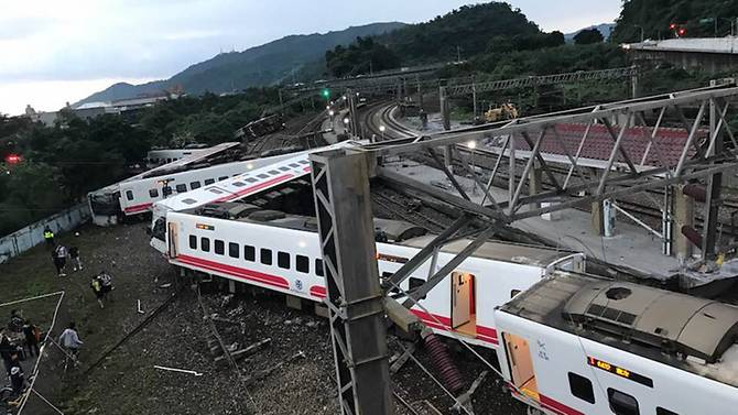 Tai nạn đường sắt ở Đài Loan, hơn 100 người thương vong