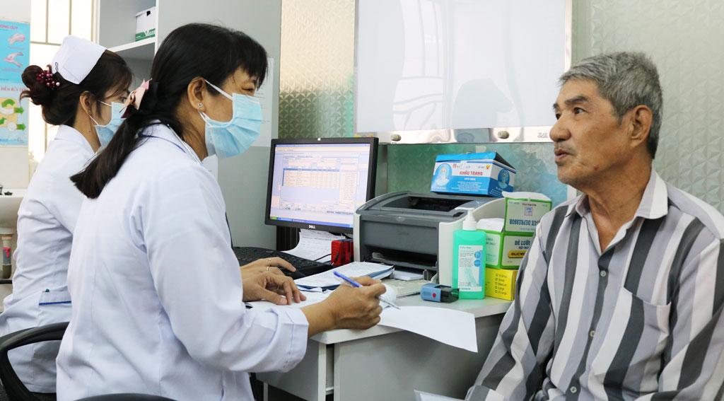 Nhiệm vụ và giải pháp chủ yếu về đổi mới hệ thống quản lý và cung cấp dịch vụ y tế