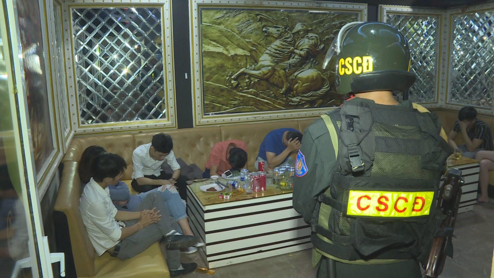 Đắk Lắk: Phát hiện 21 nam, nữ thanh niên sử dụng ma túy trong quán karaoke