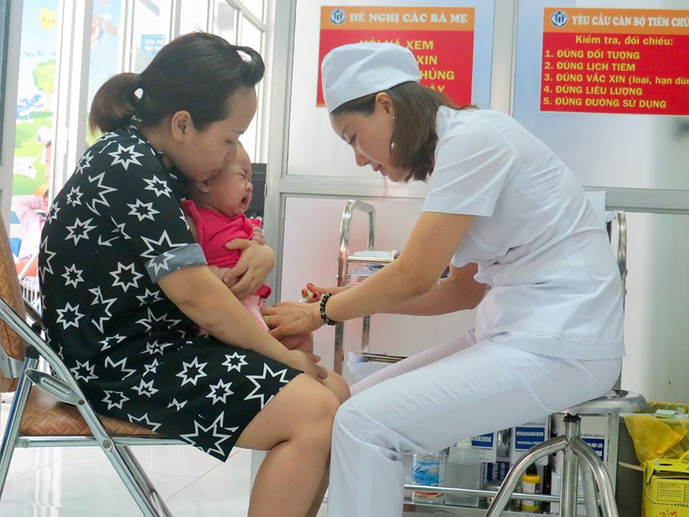 Đẩy mạnh tiêm chủng mở rộng bảo vệ sức khỏe trẻ em