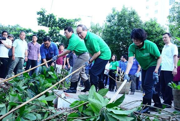 Phát động người dân không bỏ rác ra đường và kênh rạch