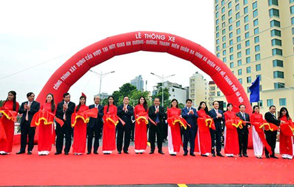 Thông xe cầu vượt 300 tỷ gần hồ Tây, Hà Nội