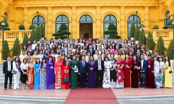 Quyền Chủ tịch nước Đặng Thị Ngọc Thịnh gặp mặt đại biểu doanh nghiệp nhỏ và vừa