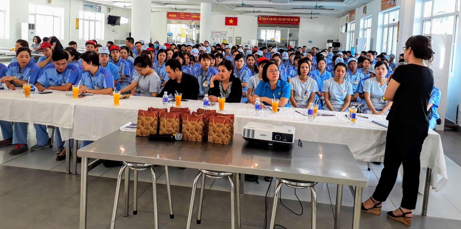 Hà Nội: Tuyên truyền về BHXH, BHYT cho gần 300 công nhân Nhà máy Điện Stanley Việt Nam
