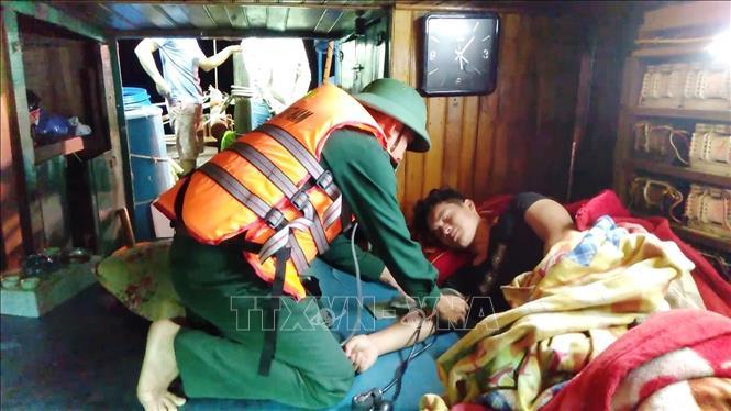 Quảng Bình: Cứu nạn thành công tàu cá cùng thuyền viên gặp nạn trên biển