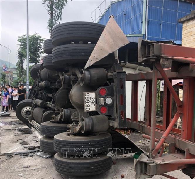 Quảng Ninh: Va chạm giữa xe container, xe tải và xe khách khiến 3 người thương vong