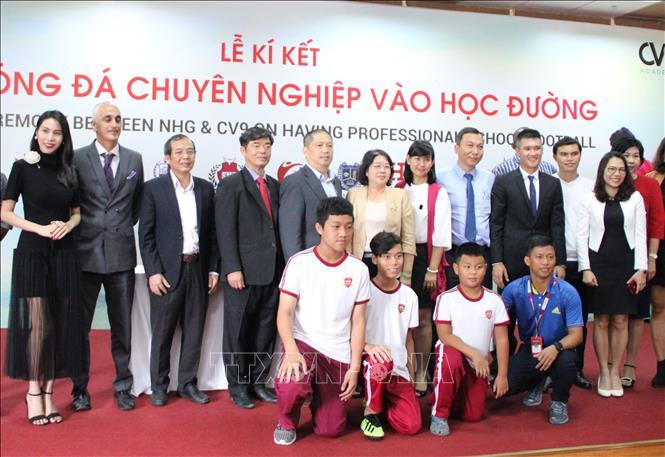 Đưa bóng đá chuyên nghiệp vào học đường nhằm góp phần phát triển bóng đá Việt Nam