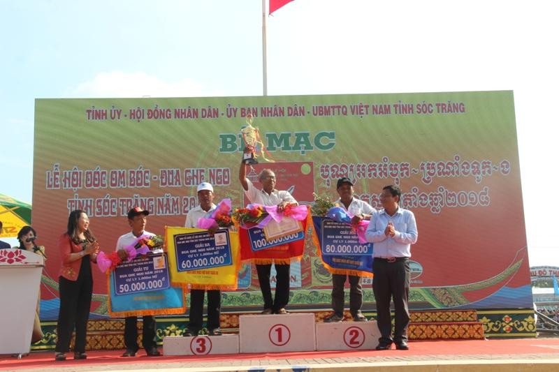Bế mạc Giải đua ghe ngo truyền thống của đồng bào Khmer Sóc Trăng