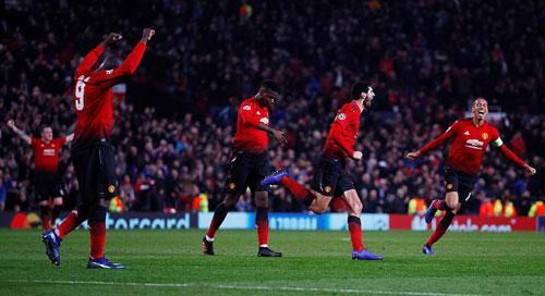 Thoát hiểm phút bù giờ, Man Utd đi tiếp tại Champions League