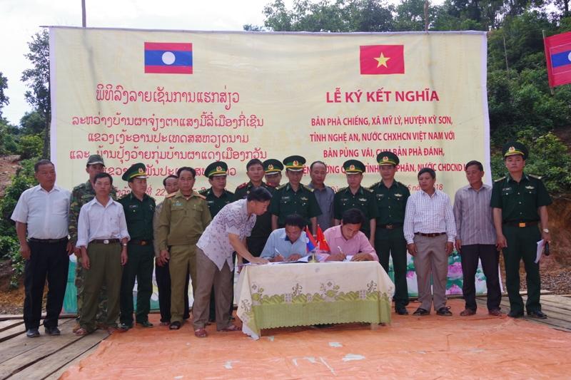 Tăng cường tình đoàn kết Việt Nam - Lào  