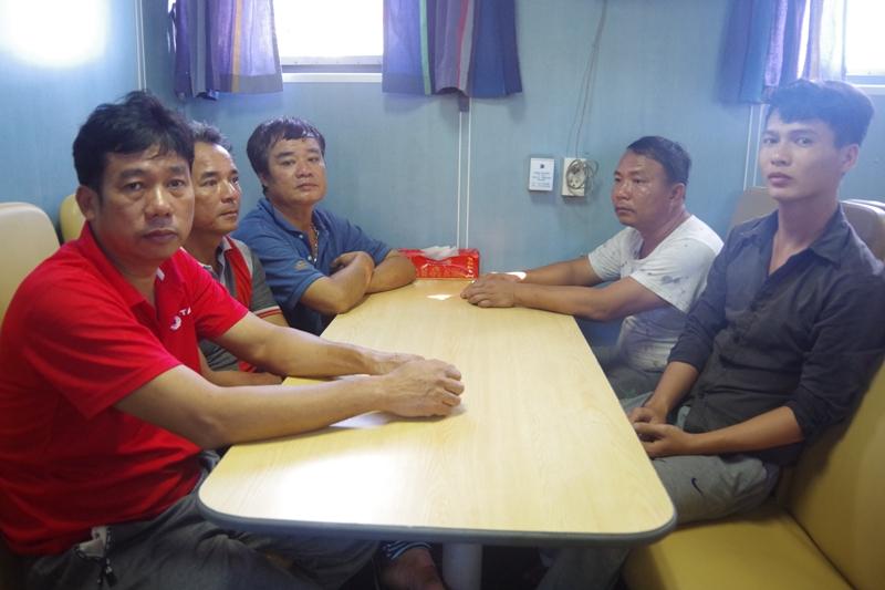 Nghệ An: Tiếp nhận 10 thuyền viên tàu cá gặp nạn