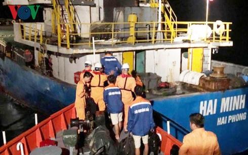 Cứu nạn thành công 3 thuyền viên rơi xuống biển