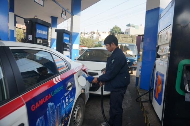 Giá xăng đồng loạt giảm mạnh