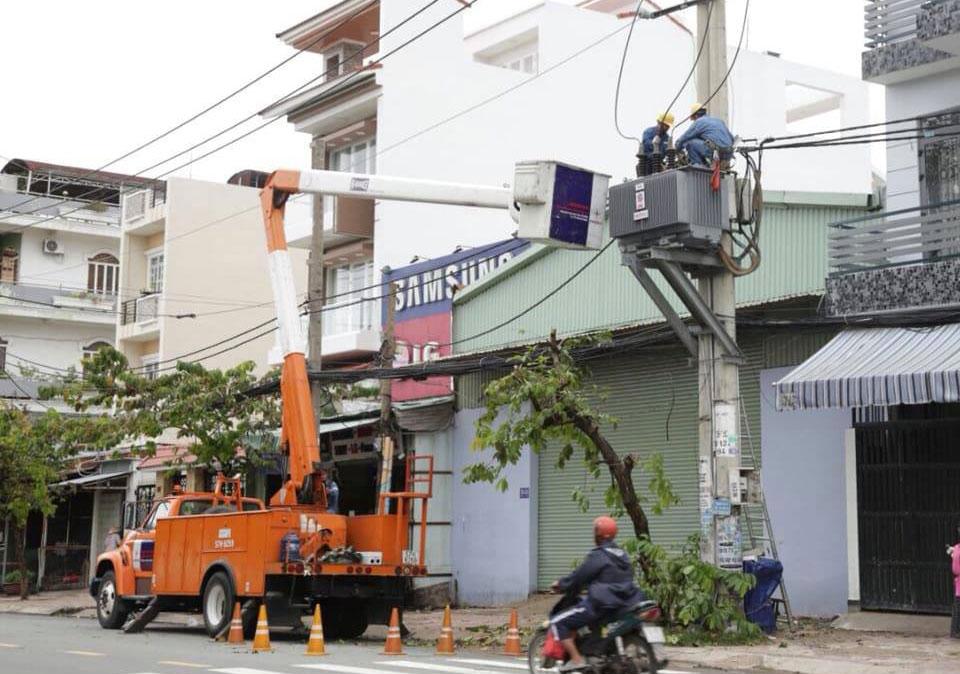 Khôi phục cấp điện cho khách hàng bị ảnh hưởng do bão số 9