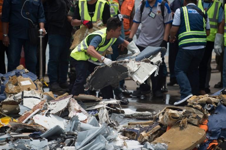 Phát hiện thân và động cơ máy bay bị rơi ở Indonesia