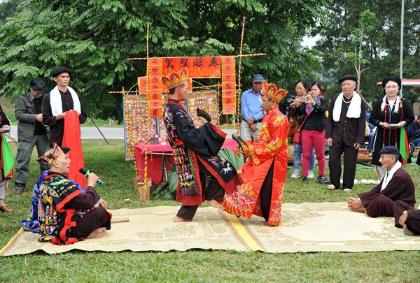 Sôi nổi Ngày hội giao lưu văn hóa các dân tộc Tây Bắc