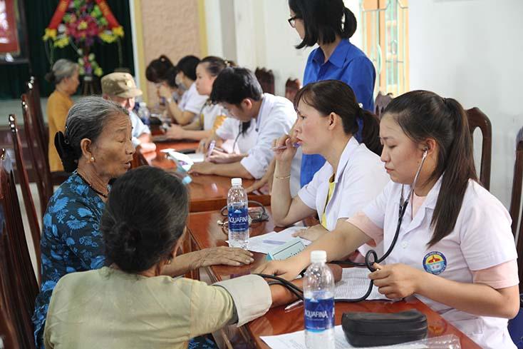 Nhiệm vụ và giải pháp về sắp xếp, tổ chức lại các đơn vị sự nghiệp công lập đối với lĩnh vực y tế