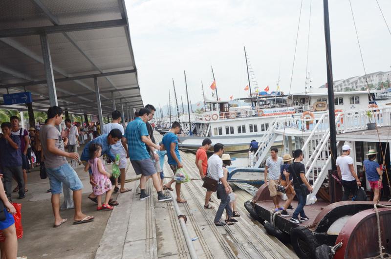 Thí điểm quản lý, điều hành tàu ghép khách tham quan vịnh Hạ Long