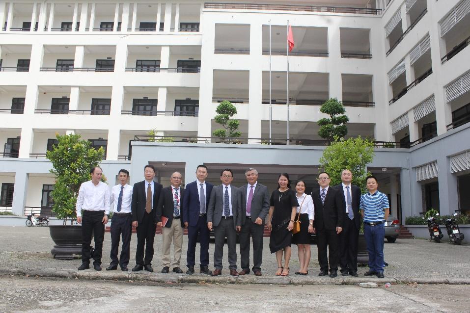 Thúc đẩy hợp tác giữa Cao đẳng Du lịch Huế và Đại học Lạc Sơn (Trung Quốc)