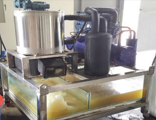 Chế tạo máy sản xuất đá tuyết từ nước biển giúp bảo quản hải sản