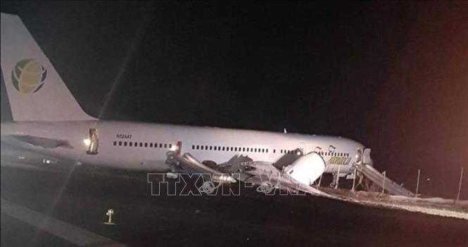 Guyana: Máy bay Boeing hạ cánh khẩn cấp, 6 người bị thương