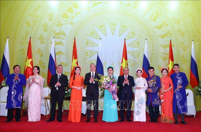 Thủ tướng Liên bang Nga kết thúc chuyến thăm chính thức Việt Nam