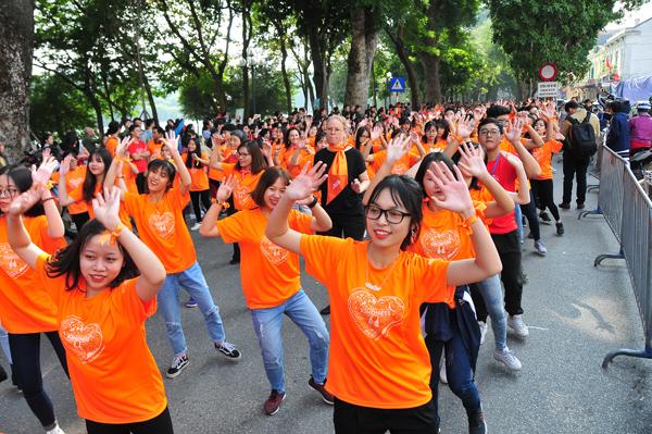 """5.000 người ở Hà Nội tham gia chương trình """"tuần lễ Thế giới tôn vinh sự tử tế"""""""