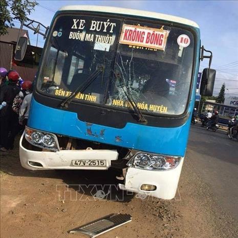 Đắk Lắk: Xe máy va chạm với xe buýt khiến hai người tử vong