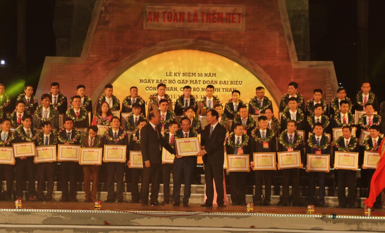 Kỷ niệm 50 năm Ngày Bác Hồ gặp mặt Đoàn đại biểu công nhân, cán bộ ngành Than