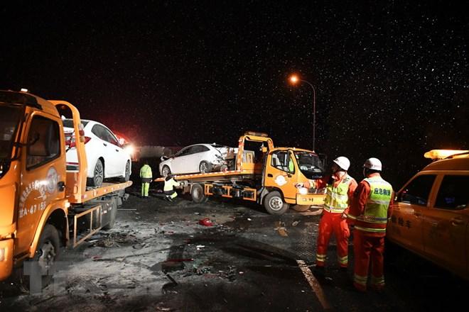 Trung Quốc:  Đâm xe trên đường cao tốc, hơn 40 người thương vong