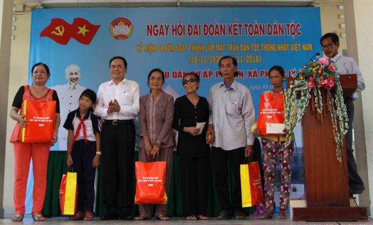 Tăng cường tình đoàn kết gắn bó, nâng cao đời sống nhân dân