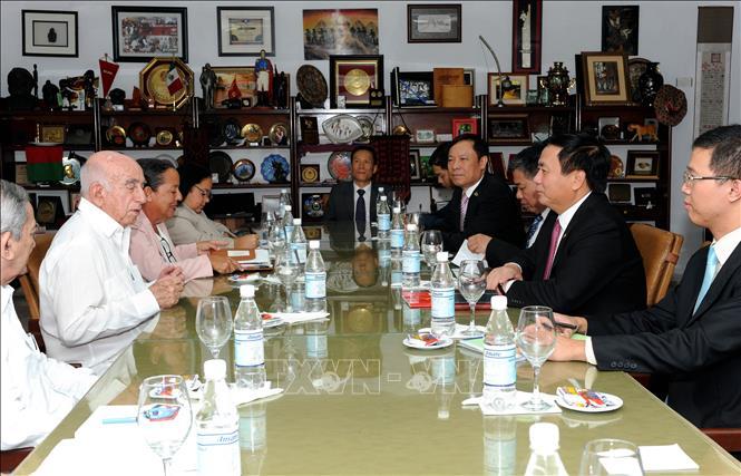 Việt Nam và Cu-ba chia sẻ kinh nghiệm trong công tác lý luận
