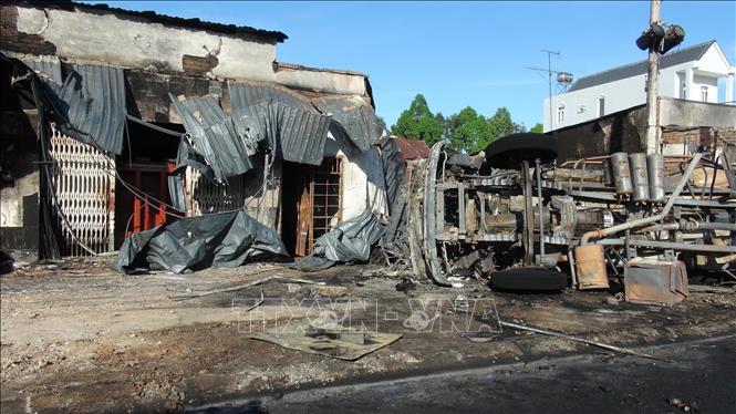 Vụ cháy xe bồn chở xăng dầu: Xác định danh tính các nạn nhân