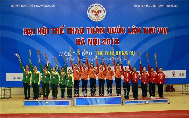 40 vận động viên dự thi môn thể dục dụng cụ