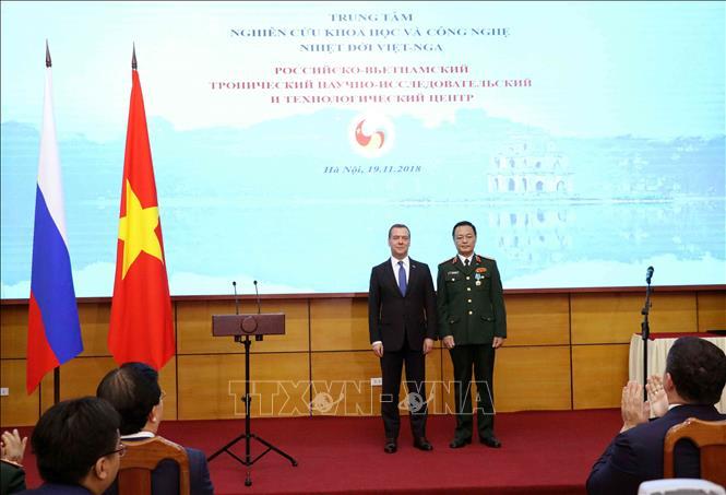 Thủ tướng Medvedev trao phần thưởng của Nhà nước Nga tặng Trung tâm Nhiệt đới Việt-Nga