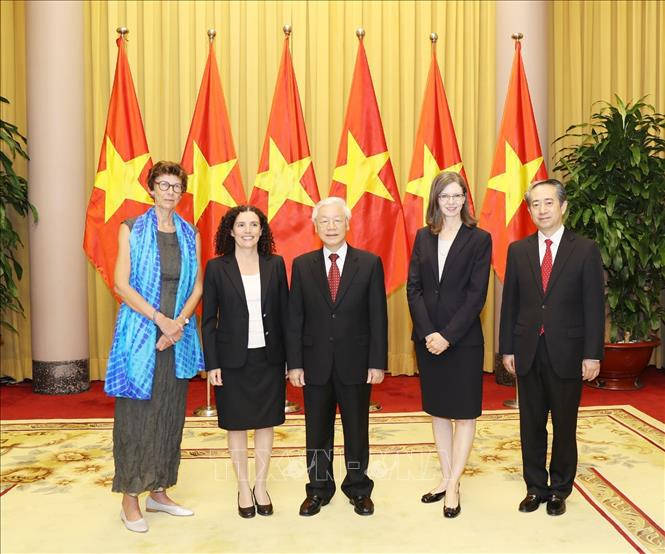 Tổng Bí thư, Chủ tịch nước tiếp các Đại sứ Uruguay, Na Uy, Canada và Trung Quốc trình Quốc thư