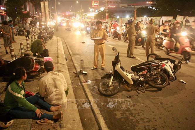 Thành phố Hồ Chí Minh: Ô tô đâm hàng loạt xe máy, nhiều người thương vong