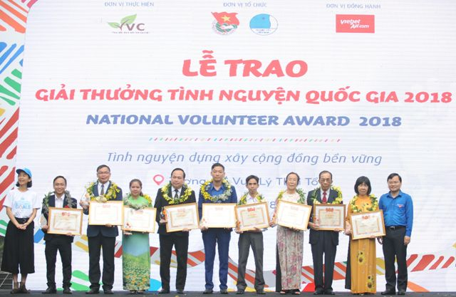 Trao giải thưởng Tình nguyện quốc gia 2018 cho 08 tập thể, 10 cá nhân