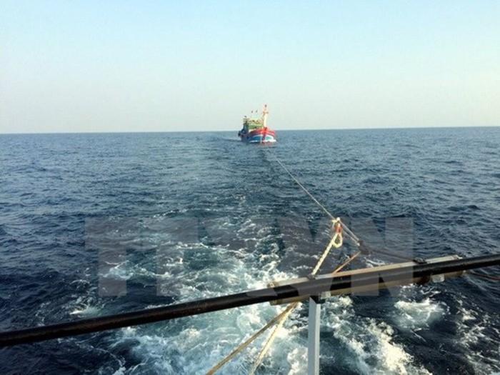 Hỗ trợ khắc phục sự cố trên biển đối với tàu cá và người lao động