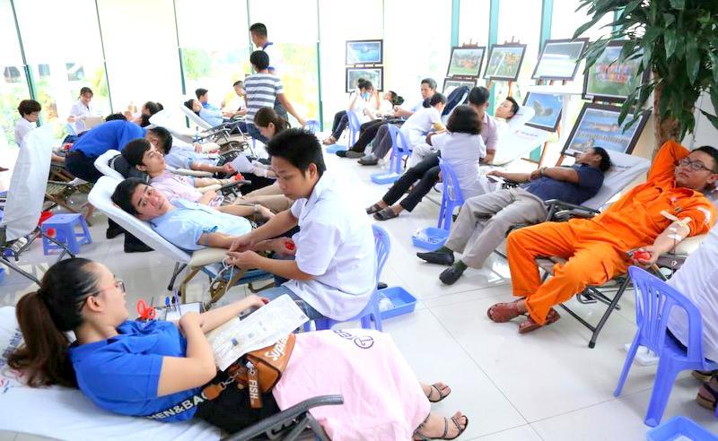 Hơn 350 cán bộ, công nhân viên Tổng Công ty Điện lực miền Trung hiến máu nhân đạo