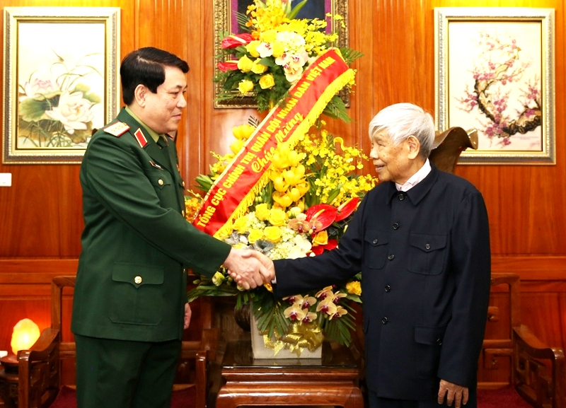 Thượng tướng Lương Cường thăm và chúc mừng sinh nhật nguyên Tổng Bí thư Lê Khả Phiêu 
