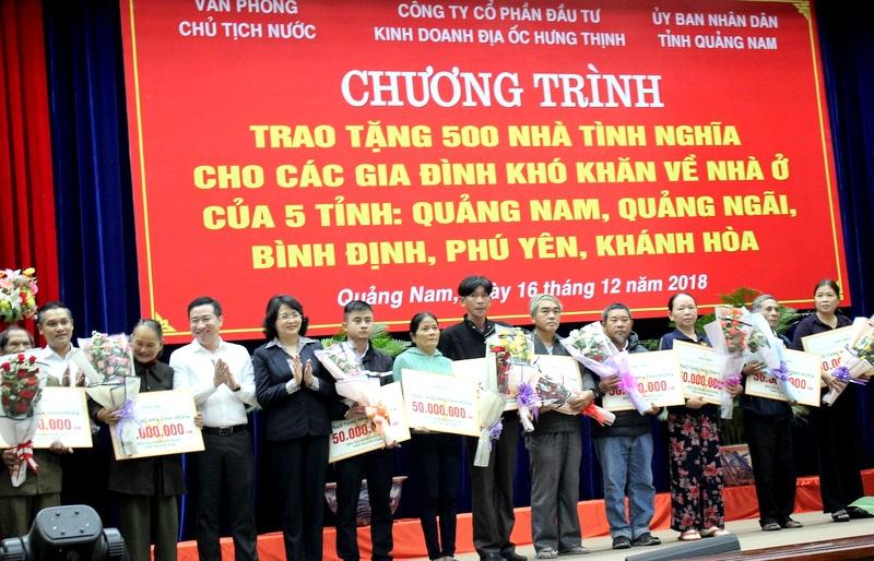 Trao tặng 500 nhà tình nghĩa cho 5 tỉnh miền Trung