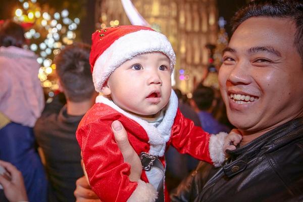 Ngập tràn niềm vui trong đêm Noel