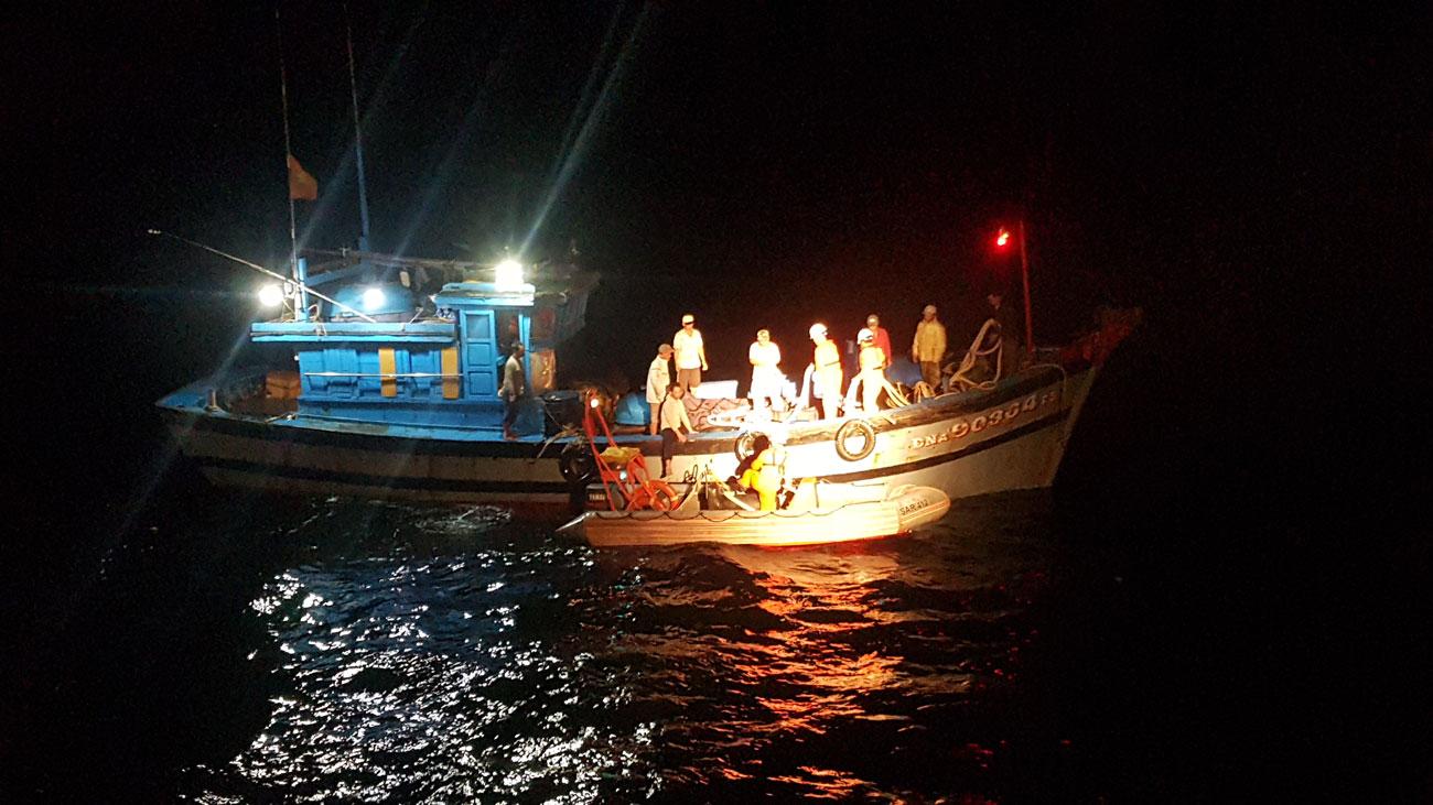 Cứu thành công tàu gặp nạn tại khu vực phía Nam Vịnh Bắc bộ