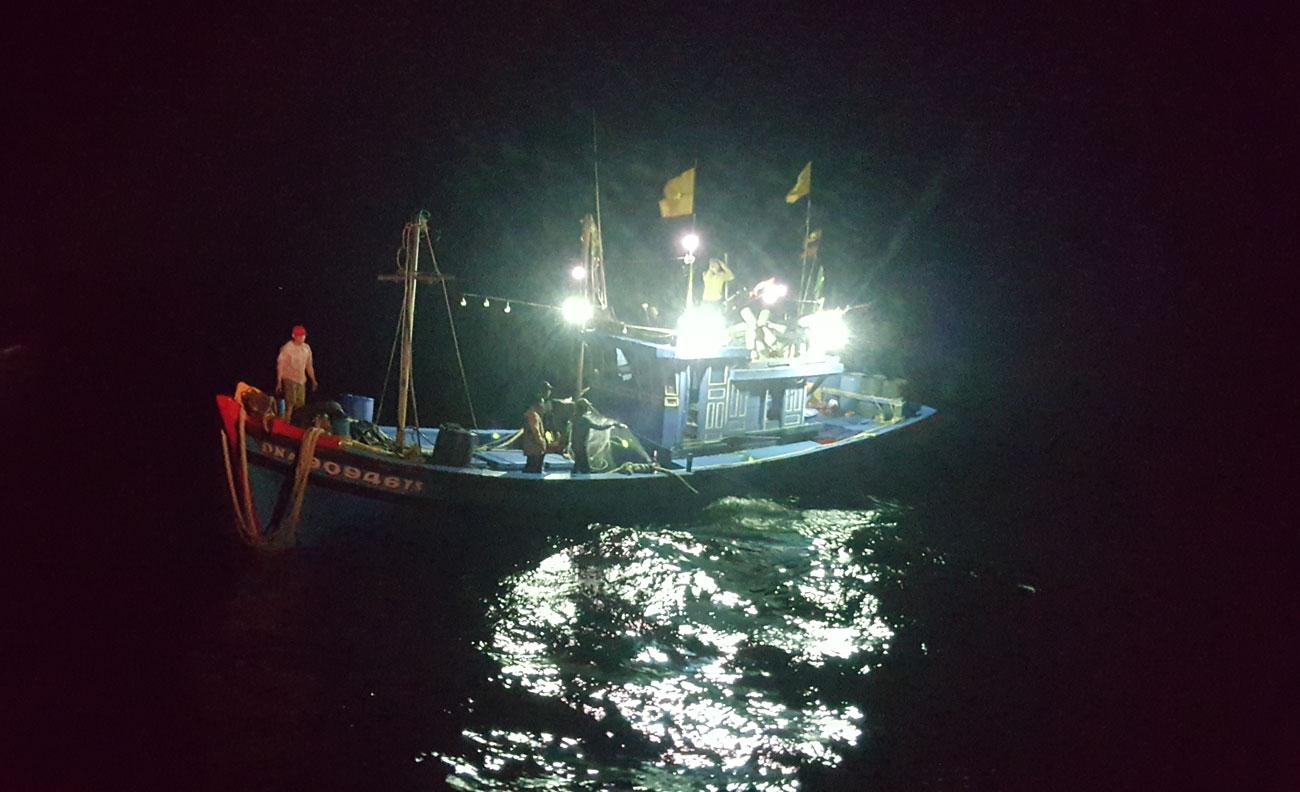 Cứu tàu hỏng máy trên vùng biển Thừa Thiên - Huế