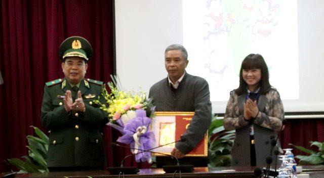 Trao giải sáng tác tranh cổ động về Ngày Truyền thống Bộ đội biên phòng