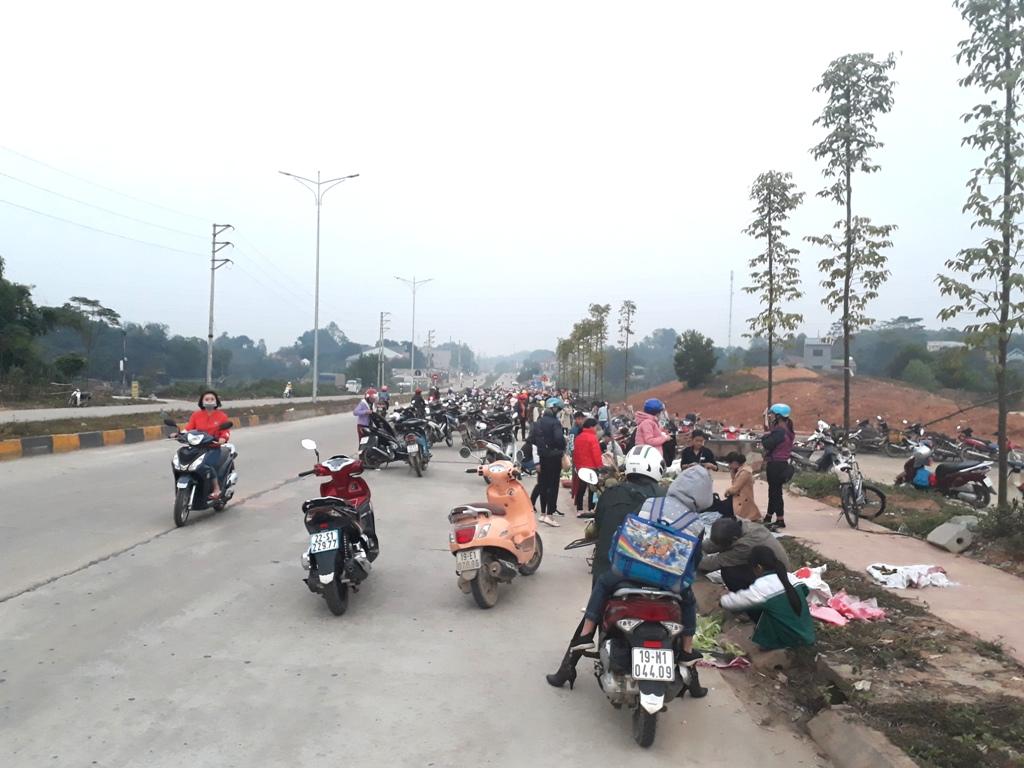 Phú Thọ: Sớm xóa bỏ chợ cóc náo loạn đường dẫn vào cao tốc Hà Nội – Lào Cai