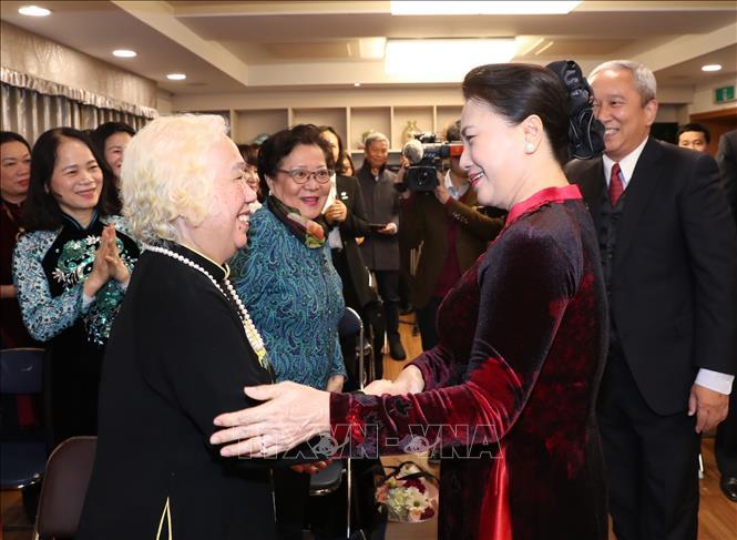 Chủ tịch Quốc hội gặp gỡ cán bộ Đại sứ quán và đại diện cộng đồng người Việt Nam tại Hàn Quốc