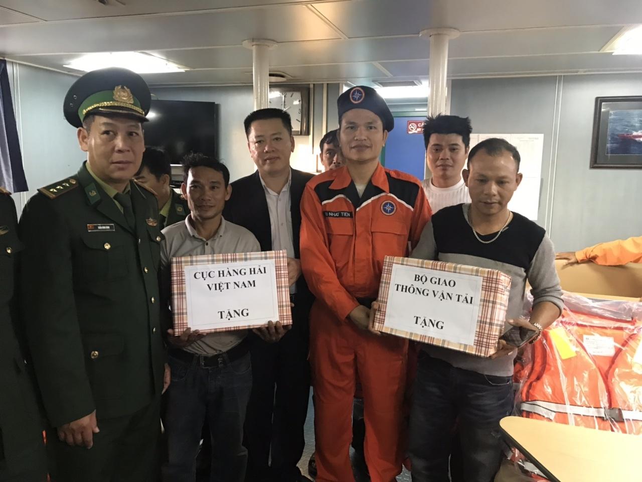 Cứu nạn kịp thời 5 thuyền viên trên tàu Du thuyền Tây Bắc