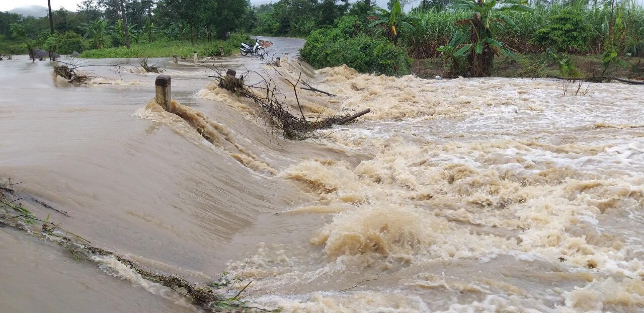 Mưa lớn gây ngập lụt cục bộ tại huyện vùng sâu M'Đrắk  